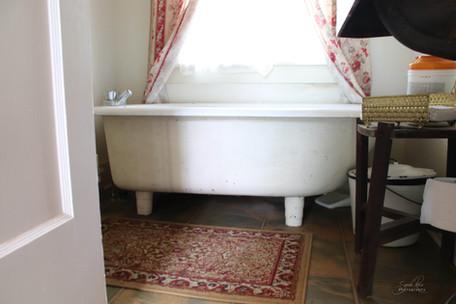 Photo of bath tub at The Pillars