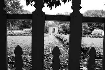 Photo of gazebo with wooden fence in the foreground