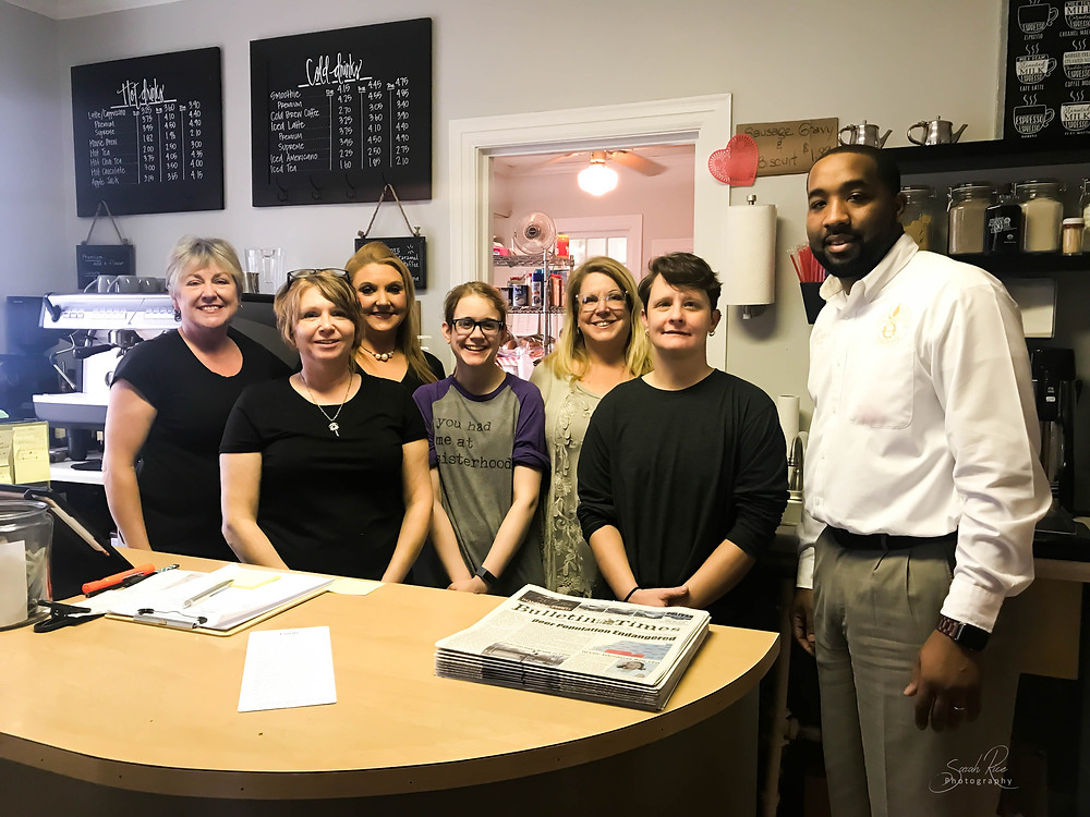 Photo of staff at Common Grounds Cafe with Mayor Julian McTizic
