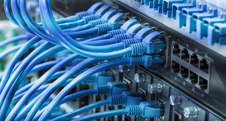 cabeamento estruturado, fusão de fibra óptica, instalação de cabeamento de rede, organização de rack