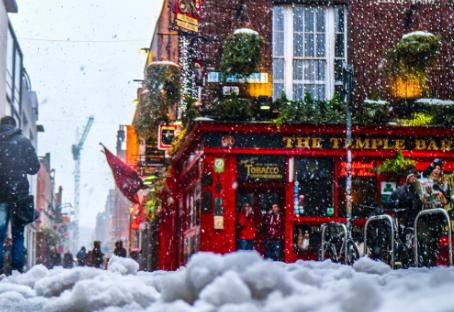 Listamos treze vantagens de escolher Dublin como seu destino de intercâmbio e uma desvantagem