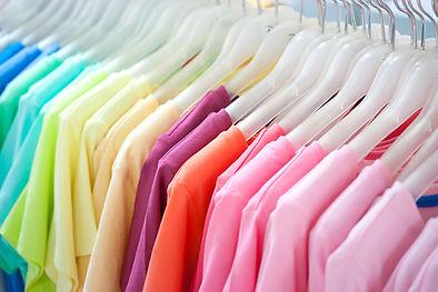 カラフルなTシャツ