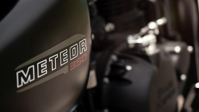 Meteor_PeaksShoot_Detail_Meteor350Decal-1180x663.jpg