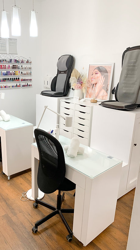 Picture of Daline Nails space with 2 chairs and decoration