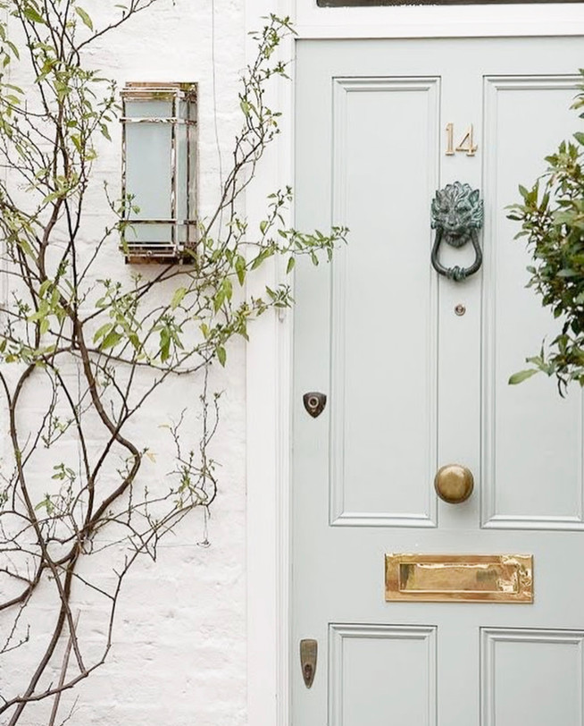 Front Door Decor: How to Make it Chic and Inviting