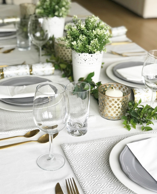 A Simple Australian Tablescape this Christmas