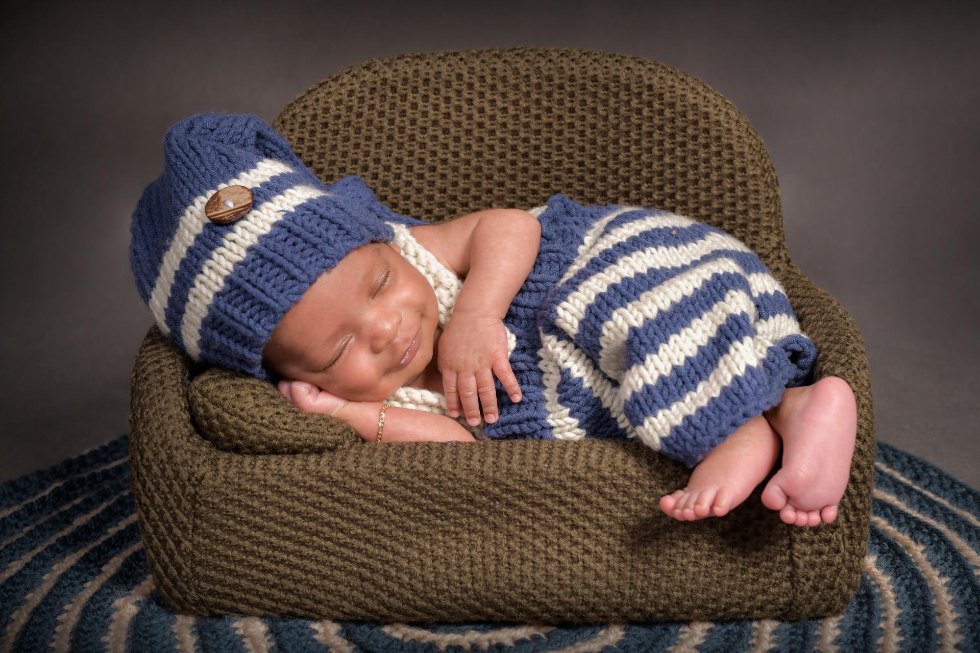 newborn photographer from geneva with st