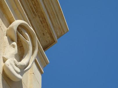 oreille géante en pierre