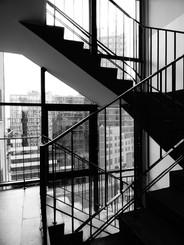 escaliers immeuble noir et blanc.JPG
