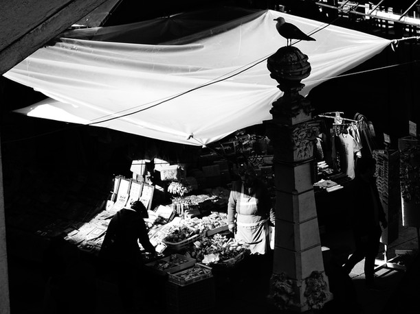marché couvert noir et blanc.JPG
