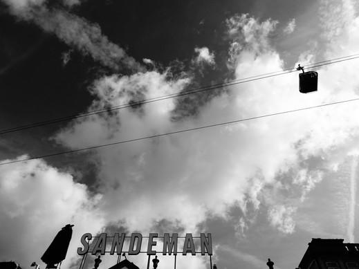 téléphérique noir et blanc.JPG