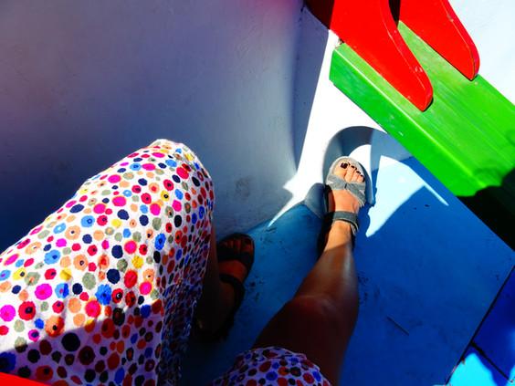 robe colorée sur bateau