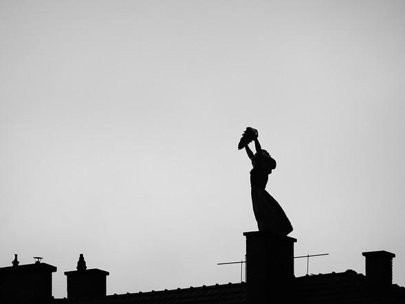 statue sur les toits.JPG