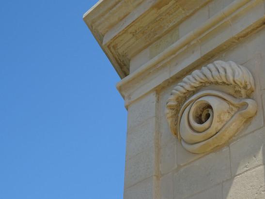 oeil en pierre