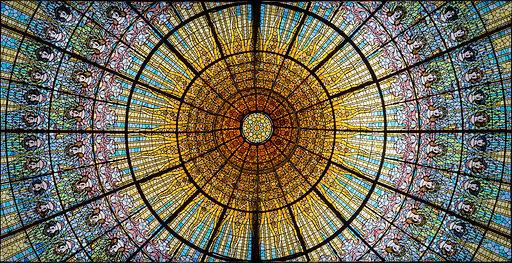 Art_Nouveau_stained_glass_window,_Palau_
