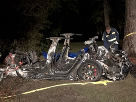 Tesla: 2 morti in Texas probabilmente in guida autonoma su una Model S.