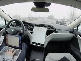 "Elon Musk: Tesla è un ""azienda di robotica e AI""."