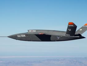 Il nuovo drone USA è destinato a supportare gli F-35 e gli F-22, con AI autonoma.