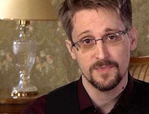 Snowden: permesso di soggiorno permanente in russia.