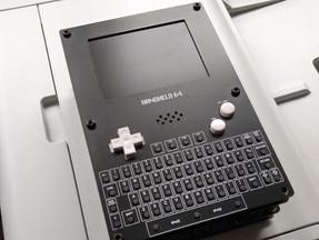Handheld 64: un vero Commodore 64 in una mano.