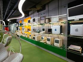 Una mostra permanente di 323 Apple è in corso di allestimento.