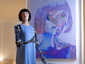 I Robot fanno gli Artisti. Le opere di Ai-Da, l'artista umanoide.