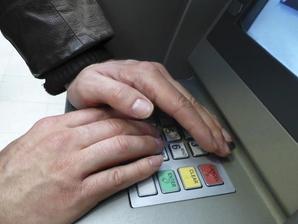le AI possono riconoscere il PIN del bancomat anche se copri la tastiera con la mano.