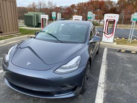 Tesla Model 3 e i limiti delle versioni software embedded.