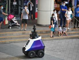 I robot autonomi controllano i cattivi comportamenti nel cuore di Singapore
