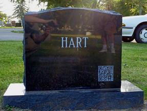 Un QR Code sulle lapidi. Ecco i nuovi cimiteri digitali.