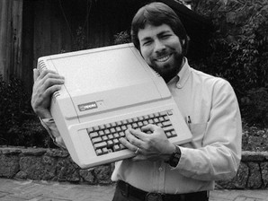 Venduto per 800.000 dollari il manuale autografato da Steve Jobs dell'Apple 2.