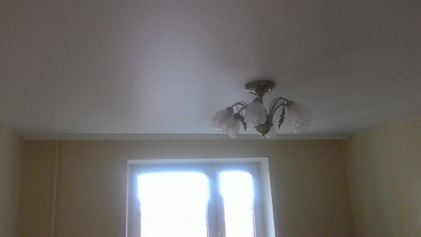 Белый матовый в гостинной