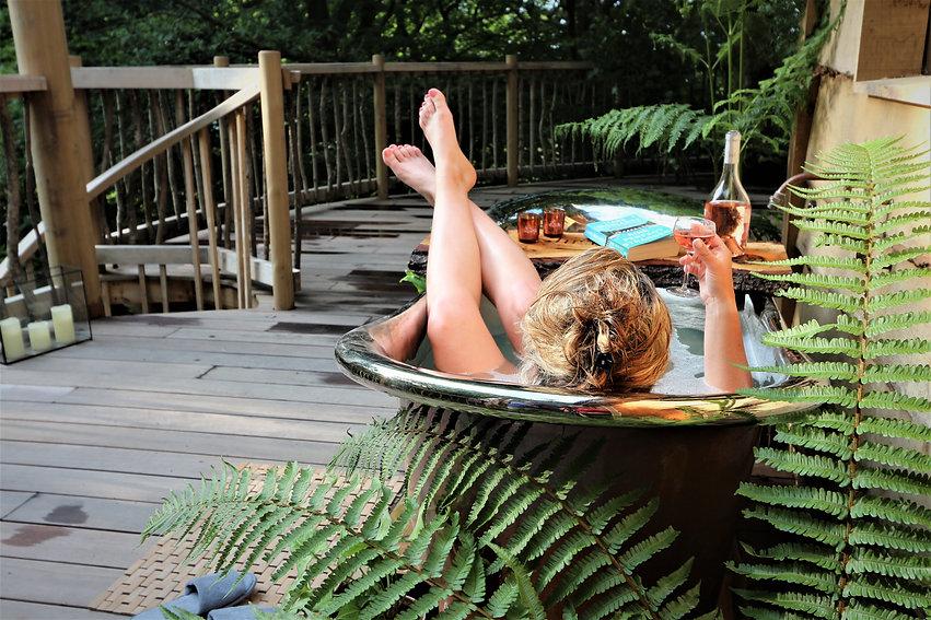 morel&co a frame model bath feet up crop