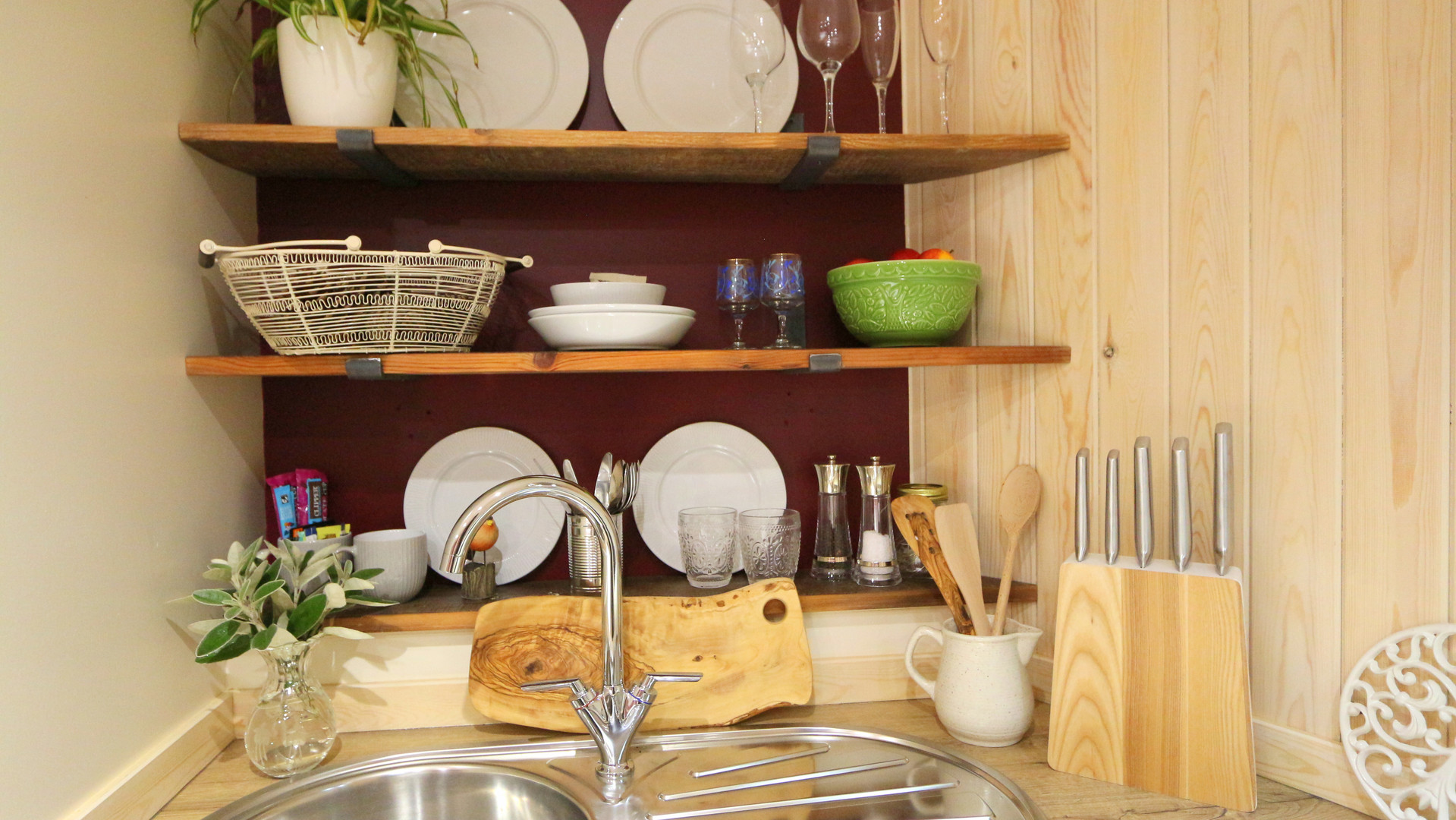Roundhouse Cabin - Kitchenette
