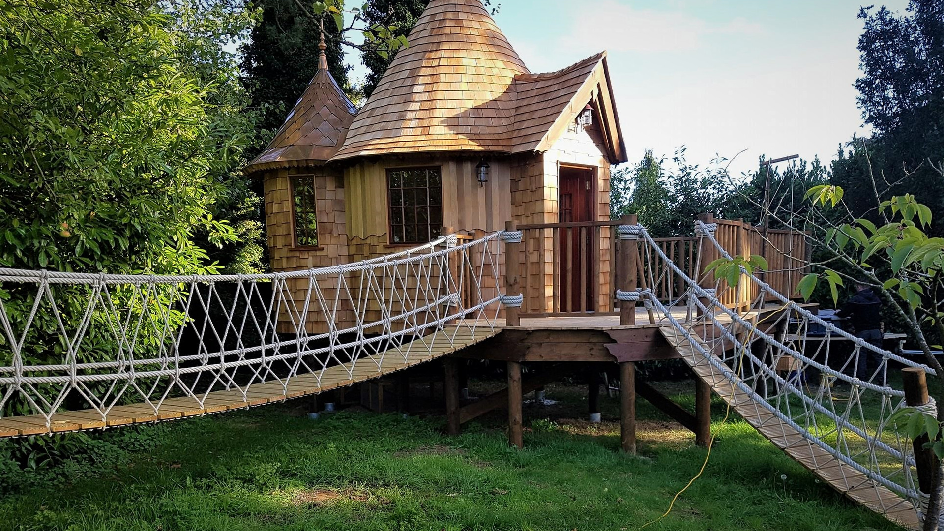 Treehouse Den & Bridge