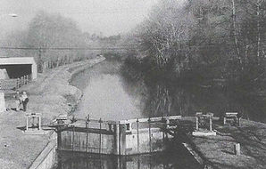 Photo of the Union Canal and one of the lockes.