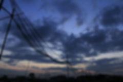 電線和天空的顏色,亙相突出