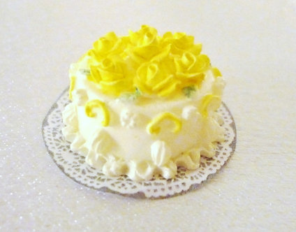 White Cake with Yellow Roses