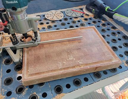 Stirnholz Schneidebrett aus Schweizer Holz mit Saftrille. Traumbrett.