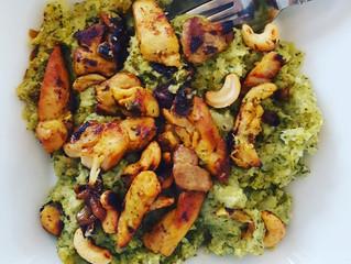 Broccoli-pastinaak puree met kippendijfilet & geroosterde cashewnoten