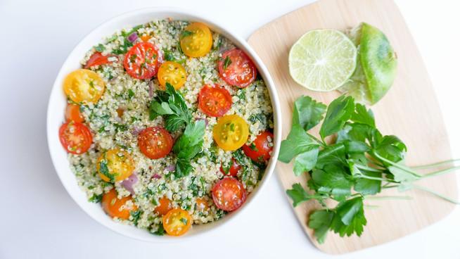 Tabule de Quinoa con Hummus