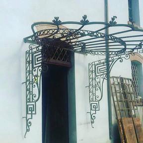 Pensilina in stile Art Nouveau
