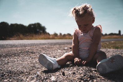 portrait fille sur la route enfant chalons en champagne marne