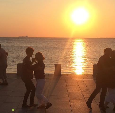 Tango in den Sonnenuntergang