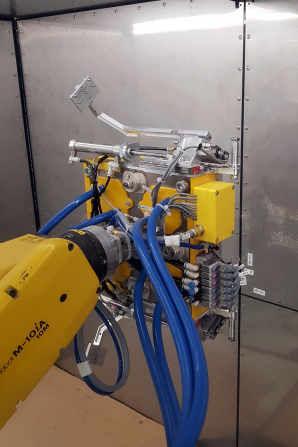 Robotické brousicí centrum
