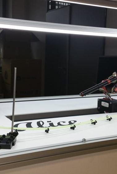 Mikro robot pro demonstrační účely