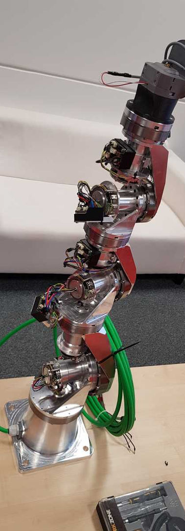 Sedmiosý robot vlstní konstrukce