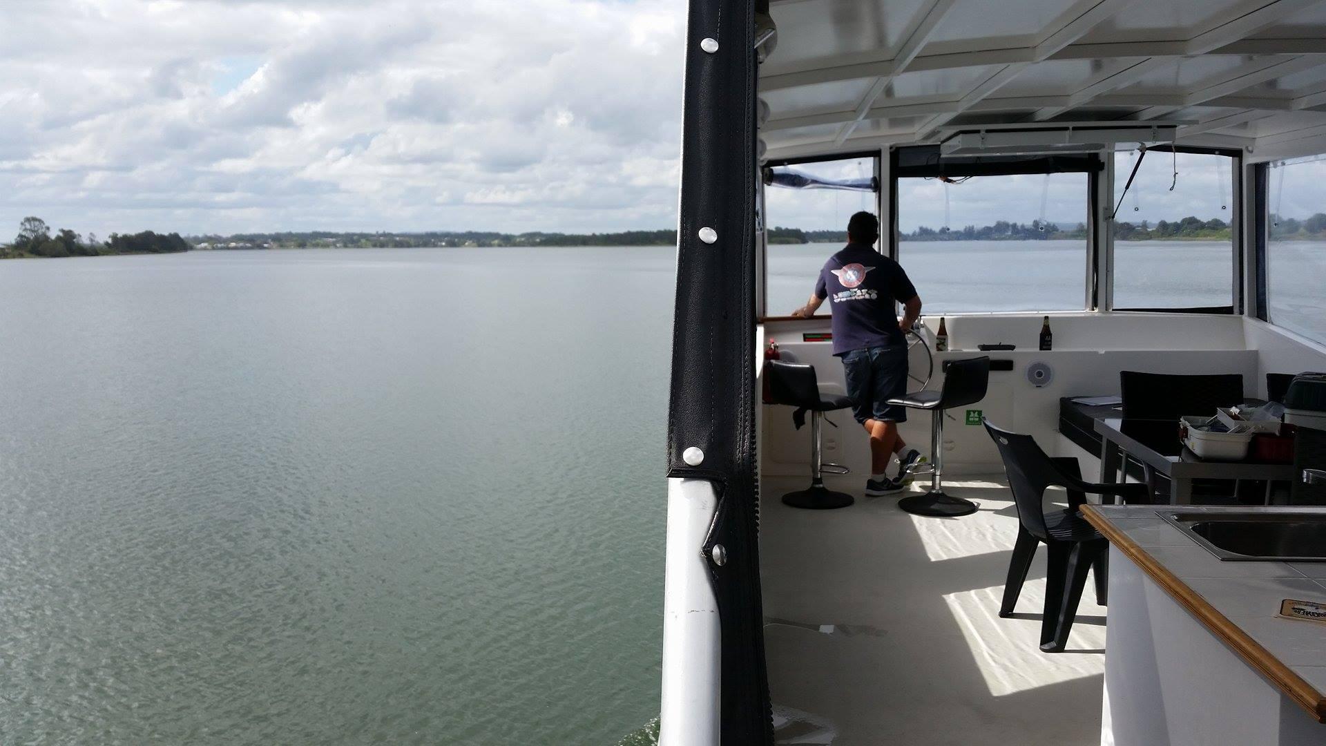 Top deck navigation-G2Y houseboats
