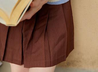"Five Miniskirts that Say ""I'll Never Have Varicose Veins Like Grandma. Gross."""