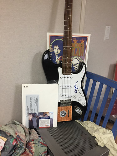 Willie Nelson Signed Electric Guitar PSA/DNA Certified